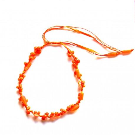 Collier court en résine Orange 100% naturelle